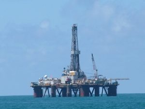 Lapangan migas offshore (ilustrasi).