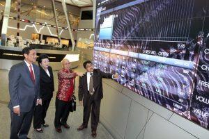 Pimpinan Grup TOBA saat penawaran saham perdana (IPO) di Bursa Efek Indonesia, 6 Juli 2012.