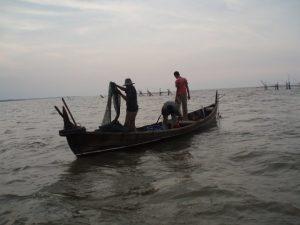 Kegiatan nelayan tradisional.
