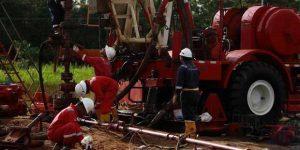 PT Pertamina EP Field Tarakan terus berupaya menangani semburan liar di sumur JTA-122.