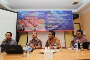 """Dari kiri ke kanan: Komaidi Notonegoro (Wakil Direktur ReforMiner Institute), Prof. Dr. Ir. IGN Wiratmaja Puja, MSc (Staf Ahli Menteri ESDM Bidang Kelembagaan dan Perencanaan Strategis), Hidayat Tantan (Pemimpin Redaksi Dunia Energi), dan Prof. Dr. Ir. Iwa Garniwa (Kepala Pusat Kajian Energi Universitas Indonesia) dalam Diskusi Publik """"Menguak Masalah dan Solusi Industri Hulu Migas Indonesia""""."""