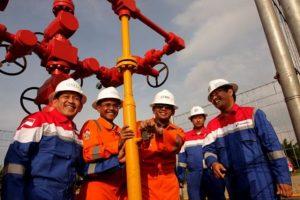 Gubernur Sumatera Utara (Sumut) Gatot Pujo Nugroho (ketiga dari kanan) saat berkunjung ke lokasi sumur gas Benggala-01.
