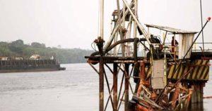 Dermaga Buatan Pertamina EP di Kabupaten Siak yang roboh setelah ditabrak kapal tanker.