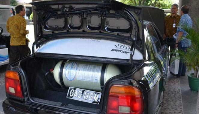 Kendaraan pribadi menggunakan konverter kit.