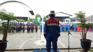Pekerja Pertamina EP Field Tambun dipimpin oleh Tambun Field Manager Abdullah Gelar Upacara Peringatan Bulan K3 di Stasiun Pengumpul Field Tambun, Kabupaten Bekasi, Provinsi Jawa Barat, Kamis (11/2).