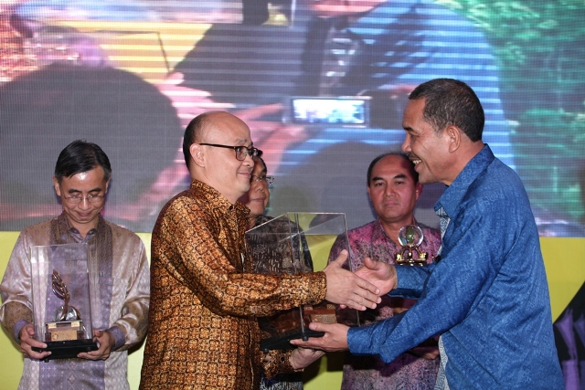 PTNNT Raih Penghargaan Terbaik Bidang Lingkungan dan Keselamatan Tambang 2013