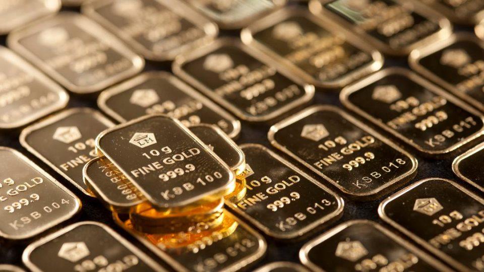 Setelah Tembus Level Tertinggi Dua Pekan, Harga Emas Melemah