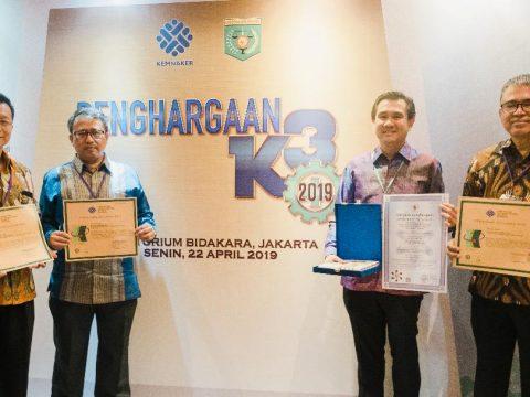 Nihil Kecelakaan Kerja, Dian Swastatika Raih Tiga Penghargaan dari Kemnaker