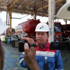 Sampaikan Salam Idul Fitri, Pegawai Pertamina di Perbatasan Tetap Bekerja