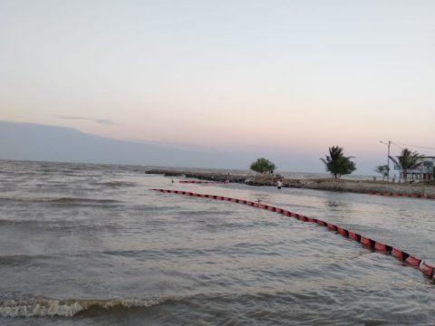 PHE ONWJ Gelar Oil Boom Sepanjang Lebih dari Lima Kilometer