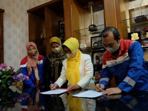Cegah Covid-19, Pertagas Serahkan Bantuan Masker dan Wastafel Portable ke Pemkot Bontang