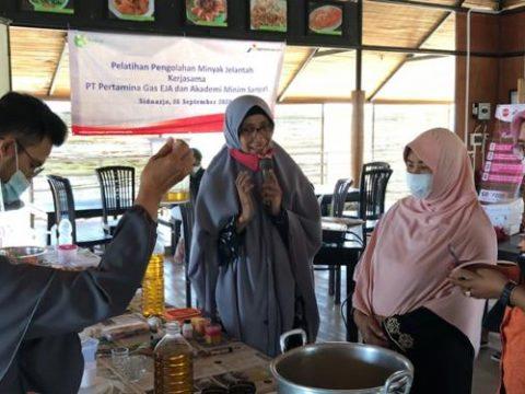 Pertagas Operation East Java Terapkan Inovasi Pengolahan Minyak Jelantah di Kampung Ikan Asap Penatarsewu